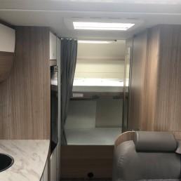 Bequeme und variable Etagenbetten im Heck vom Wohnmobil Familienbutze