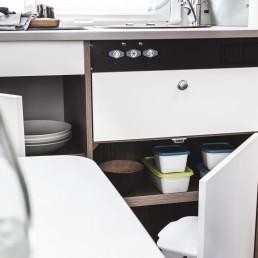 Küchenschränke im Familien- und Freundebändiger