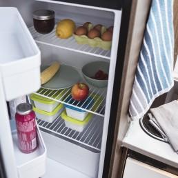 Extragroßer Kühlschrank mit separatem Gefrierfach