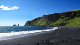 Schwarzer Strand in Islands Süden