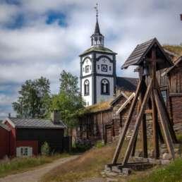 Viele Bauwerke aus dem 19. Jahrhundert in der schönen alte Silbergrubenstadt Røros