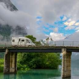 Camper auf Fjord-Tour