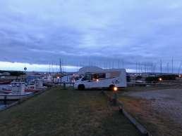 Camping mit Wohnmobil direkt am Hafen auf Fyn in Dänemark