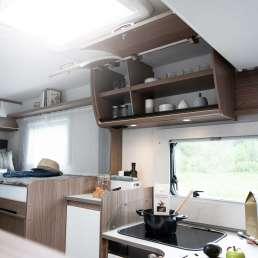 Küchenzeile mit Oberschränken