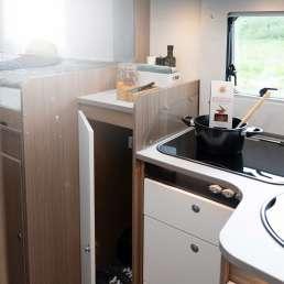 Die Küche und die Garderobe