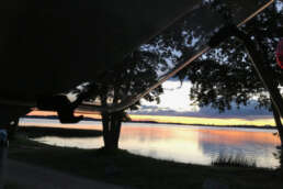 Blick aus dem Stadt Land Camp! Wohnmobil auf die Abenddämmerung am Plauer See