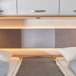 Wohnmobil Die Villa - Schlafbereich im Heck alternativ als riesiges Bett (2,10m breit) nutzbar