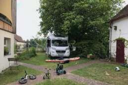 den Garten der Freunde in Brandenburg flugs in einen Stellplatz verwandelt