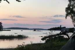 der wundervolle Lake Åsnen nach Sonnenuntergang