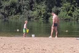 auch der einladende Sandstrand am Stemmer See im Campingpark Kalletal ist ein Kinderparadies