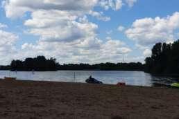 der Stemmer See mit Pirateninsel im Campingpark Kalletal