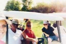 Julia und ihre Wohnmobil-Golfer-Truppe