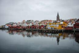 die bunte Stadtsilhouette von Fjällbacka