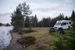 ein weiterer Stellplatz unterwegs inmitten der Natur und an der Wasserkante - diesmal in Östersund