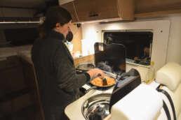 egal wo - komfortables Kochen klappt im WOW-mobil auch in der Wildnis